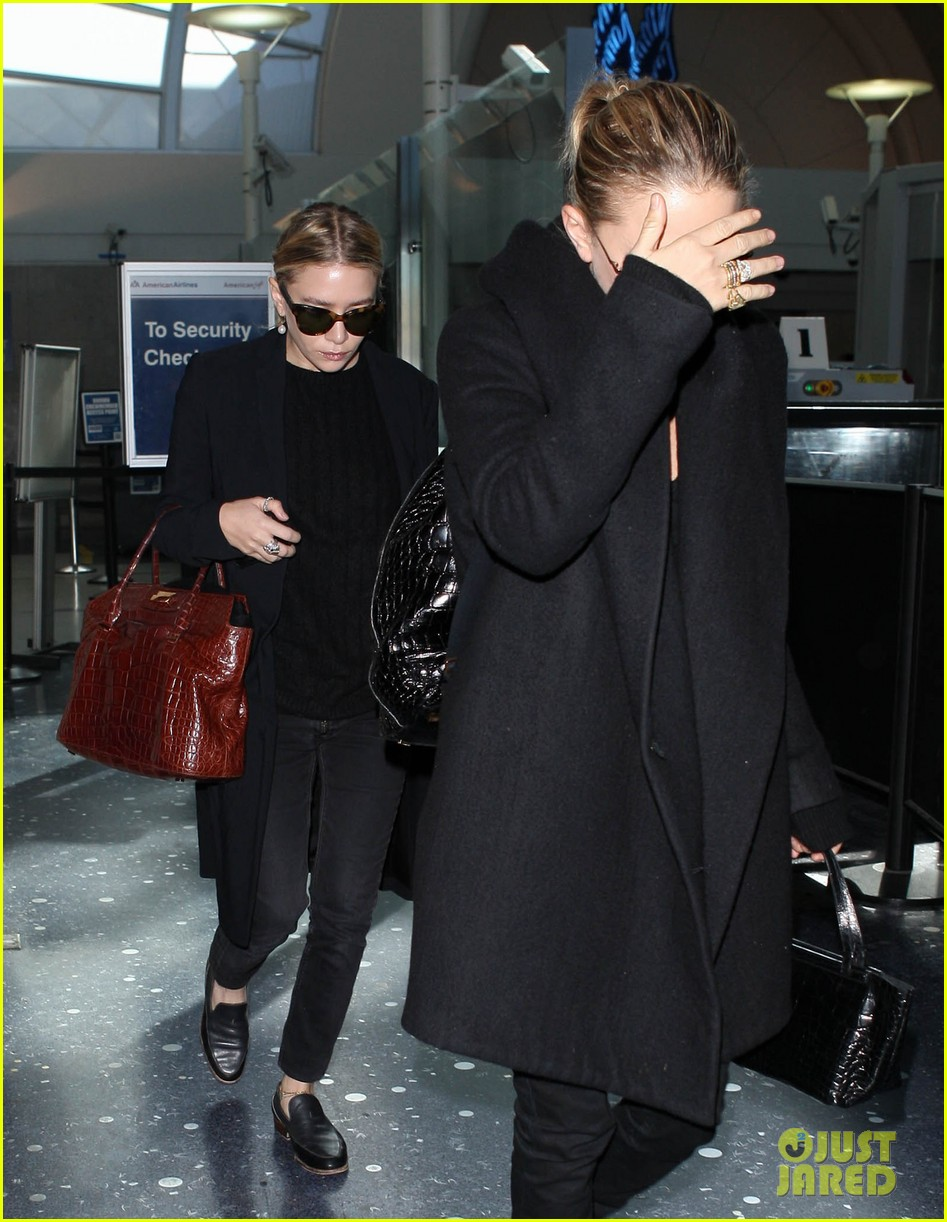 mary kate ashley olsen land at lax 152993238