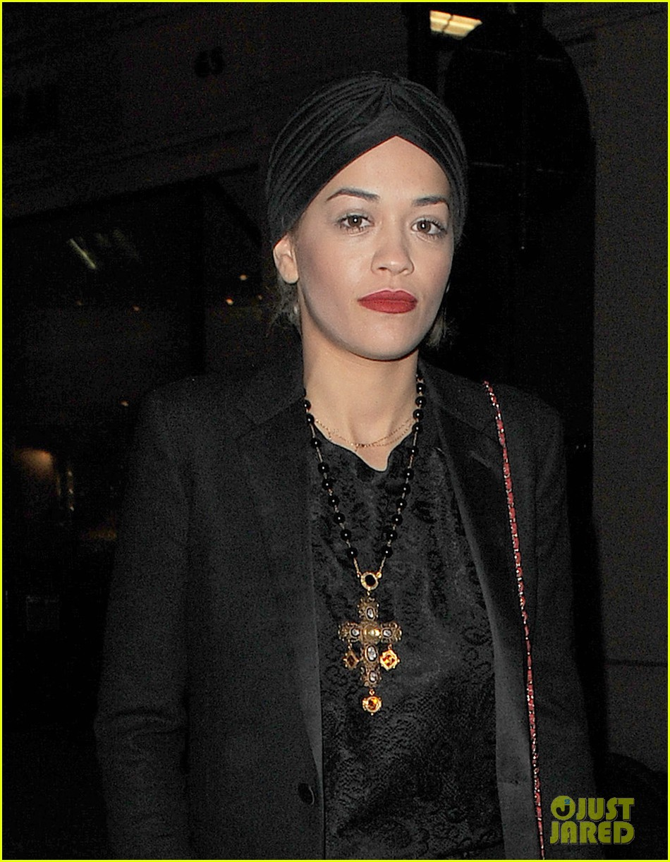 rita ora doesnt know what she would do without family 02