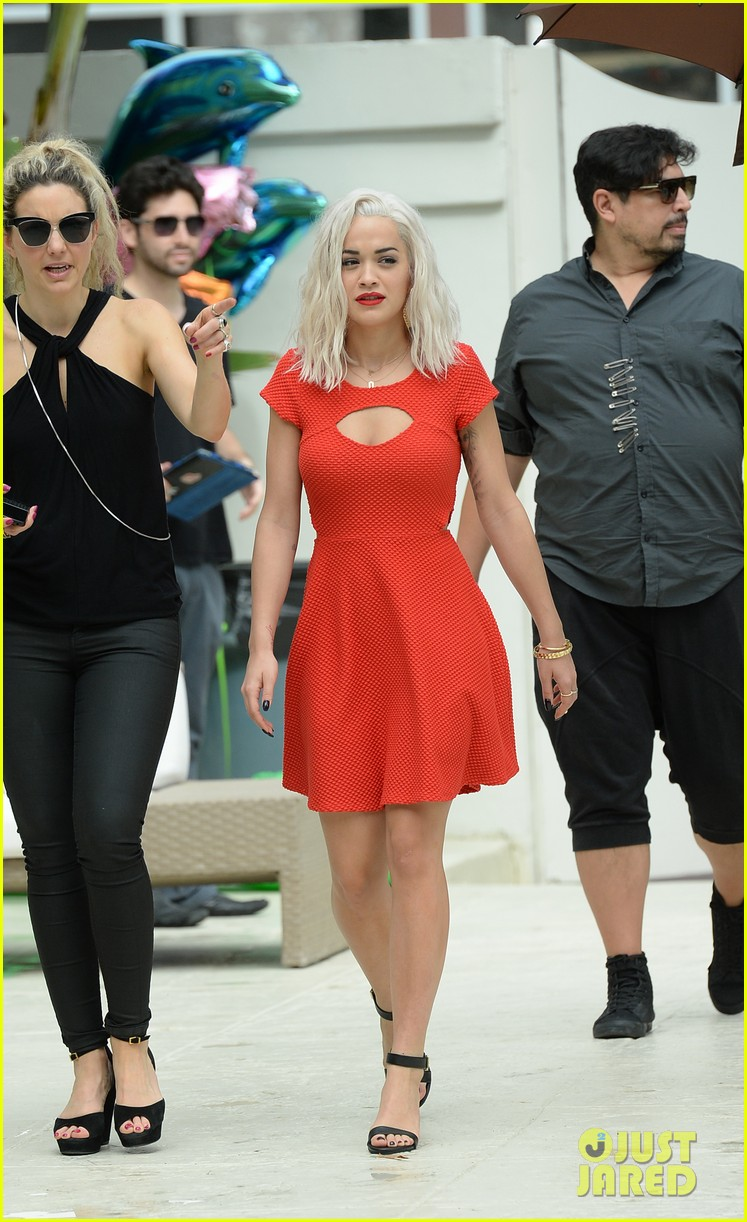 rita ora rushed to hospital during photo shoot in miami 042995457
