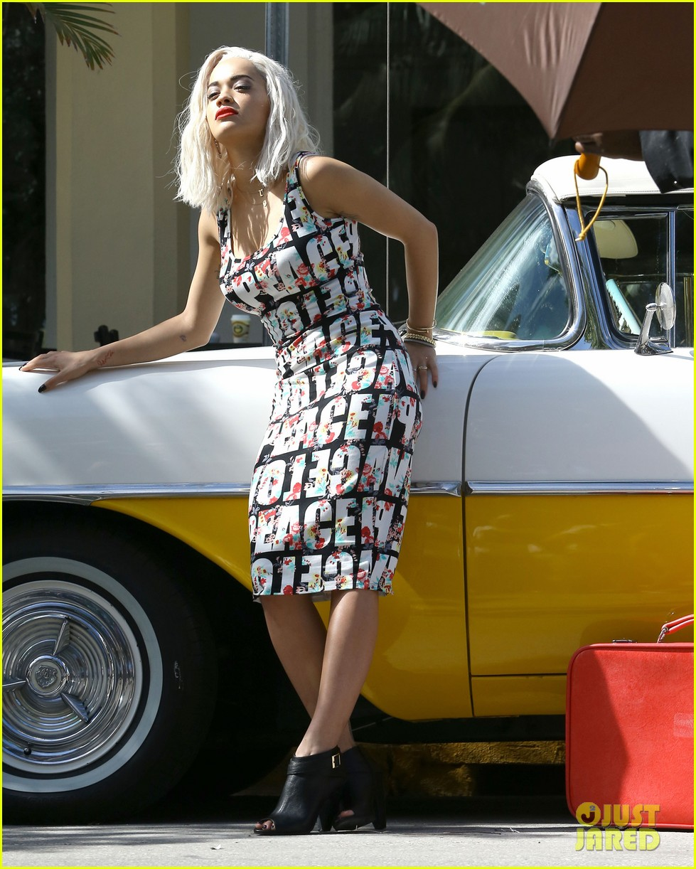 rita ora rushed to hospital during photo shoot in miami 102995463