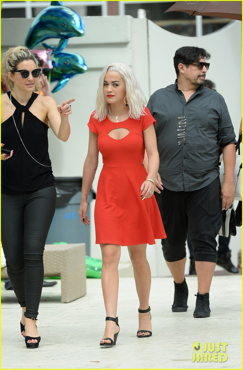 rita ora rushed to hospital during photo shoot in miami 272995480