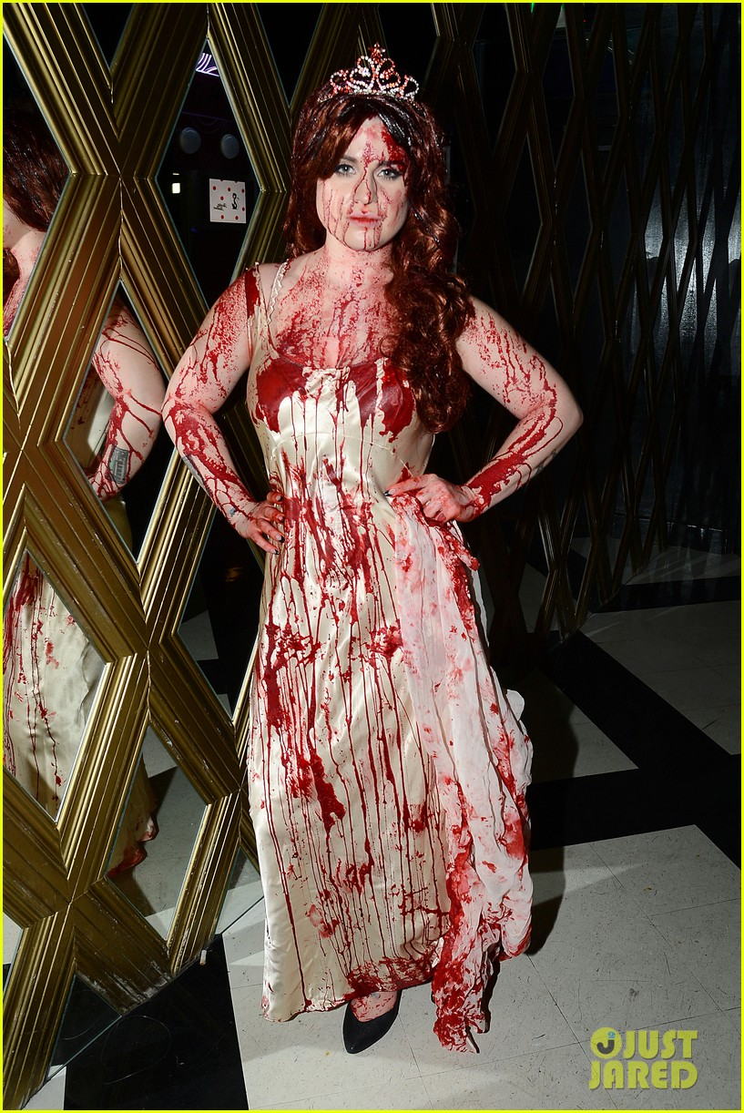 kelly osbourne carrie at the prom for halloween 2013 032984206