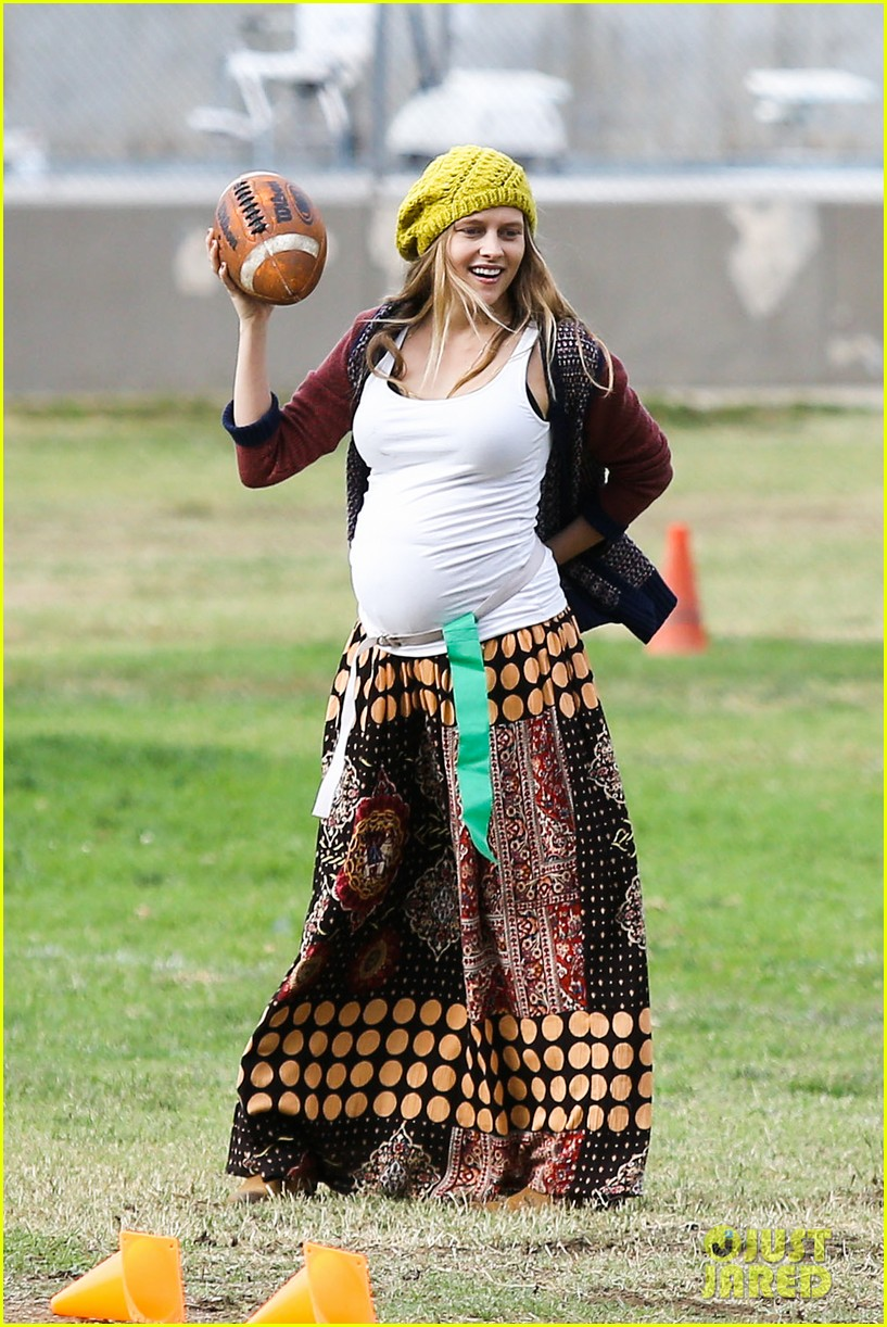teresa palmer dives for ball during family football game 012998767