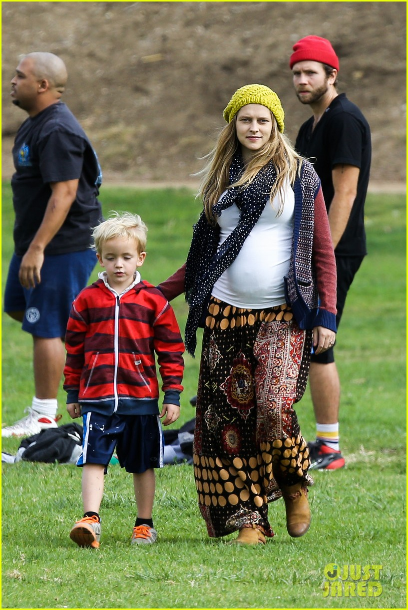 teresa palmer dives for ball during family football game 032998769