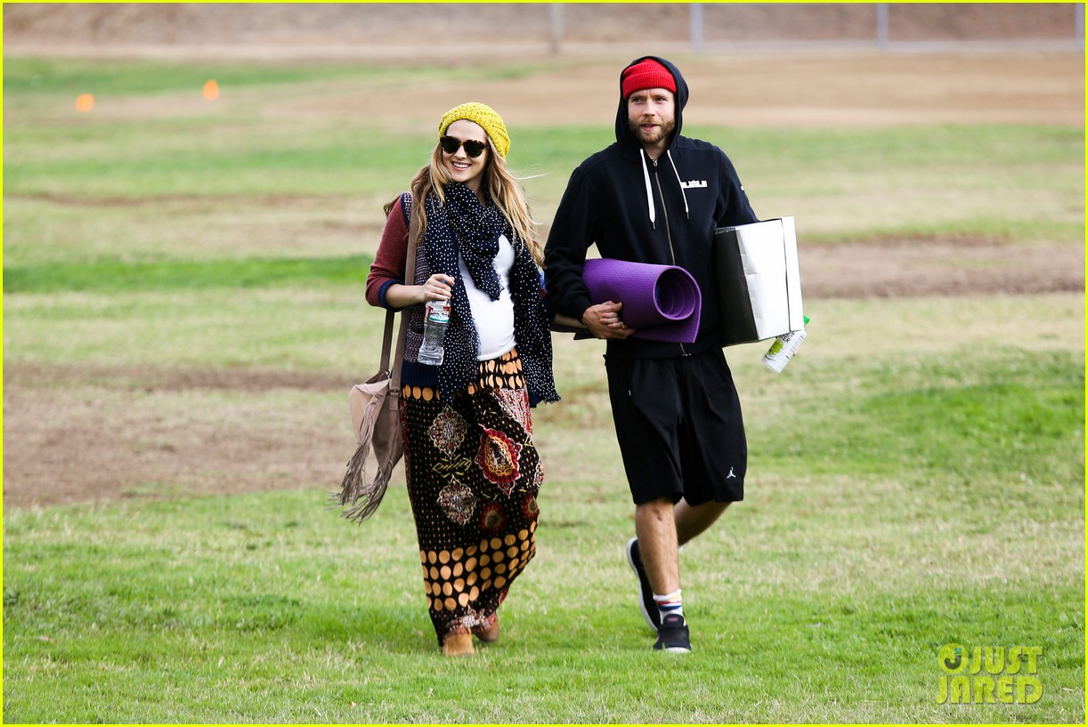 teresa palmer dives for ball during family football game 08