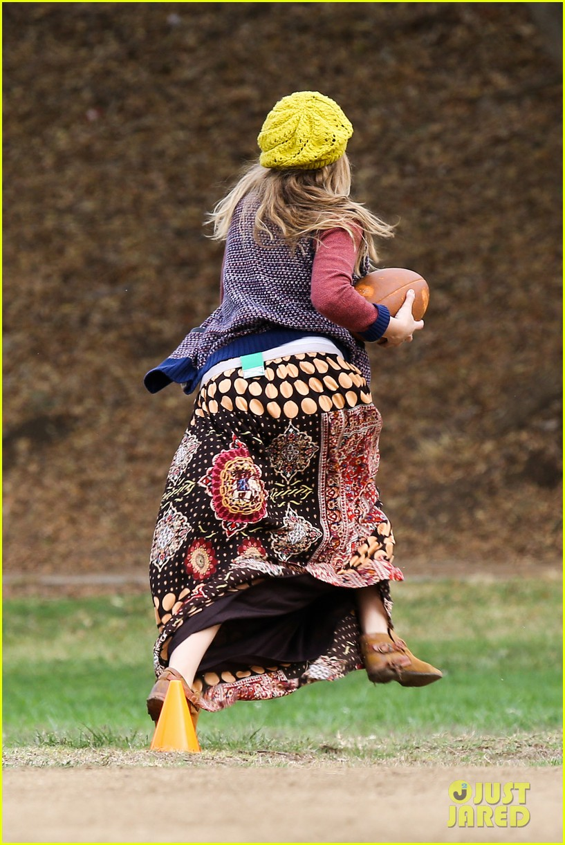 teresa palmer dives for ball during family football game 19