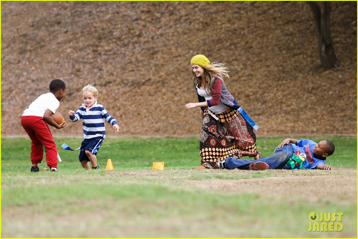 teresa palmer dives for ball during family football game 202998786