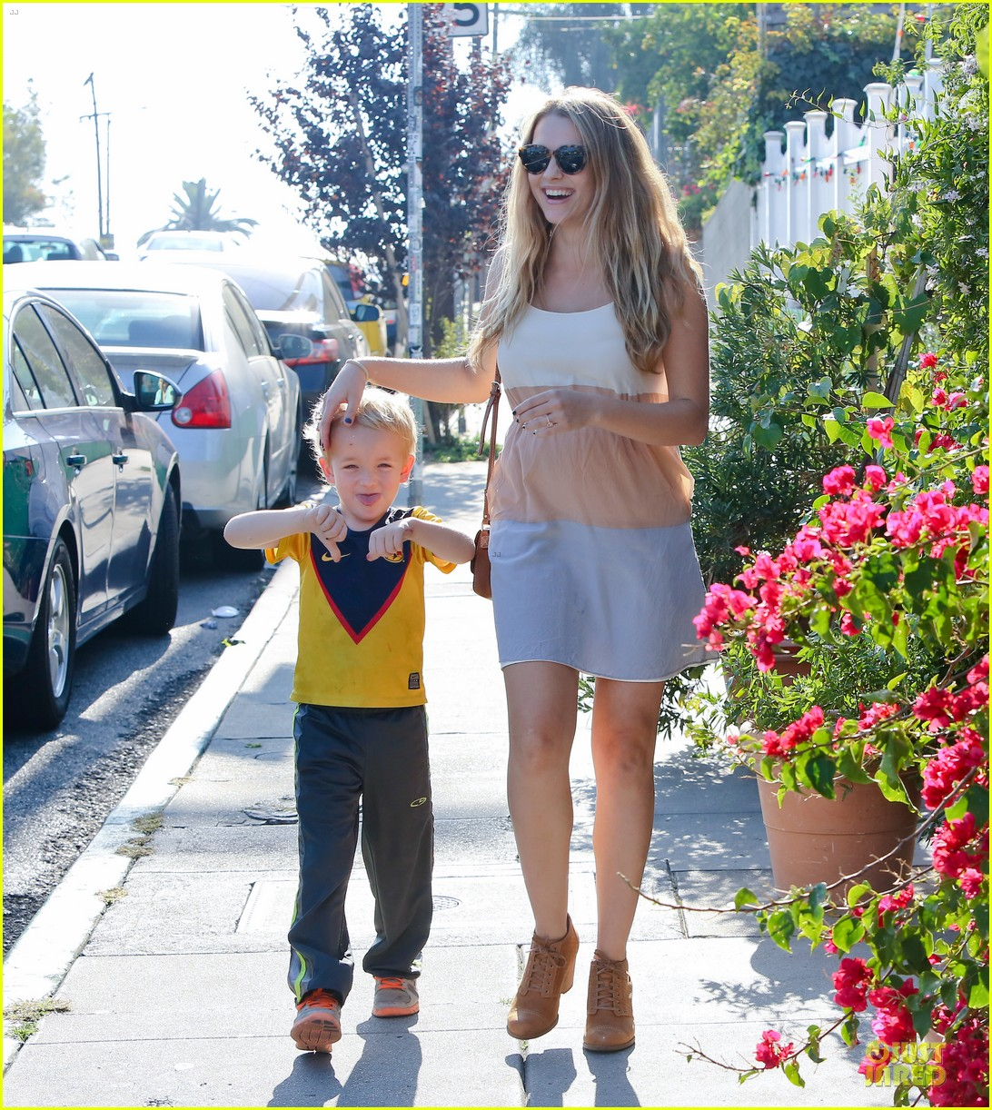 teresa palmer glowing lunch with nephew 152989281
