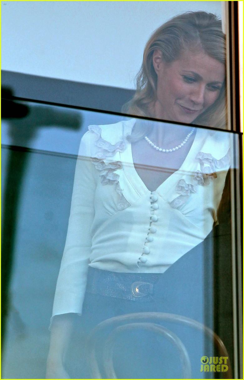 gwyneth paltrow kids company dinner host 073000227