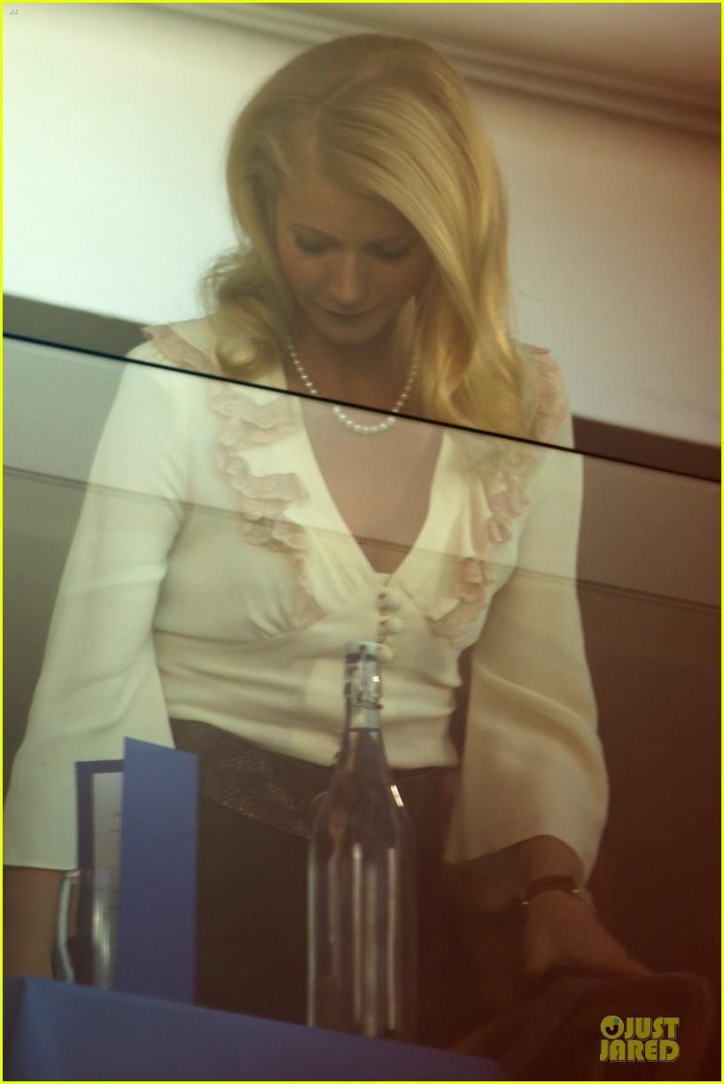 gwyneth paltrow kids company dinner host 123000232