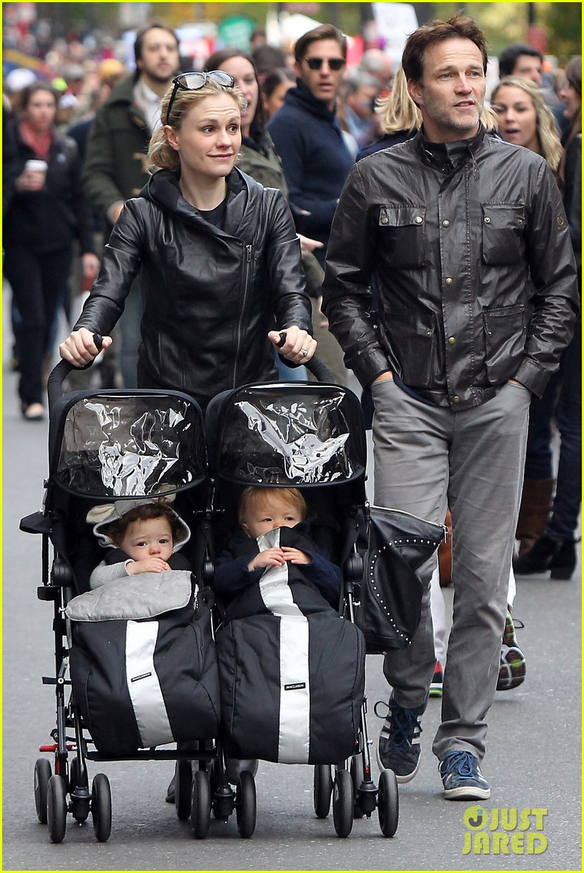 anna paquin stephen moyer check out nyc marathon 012986061