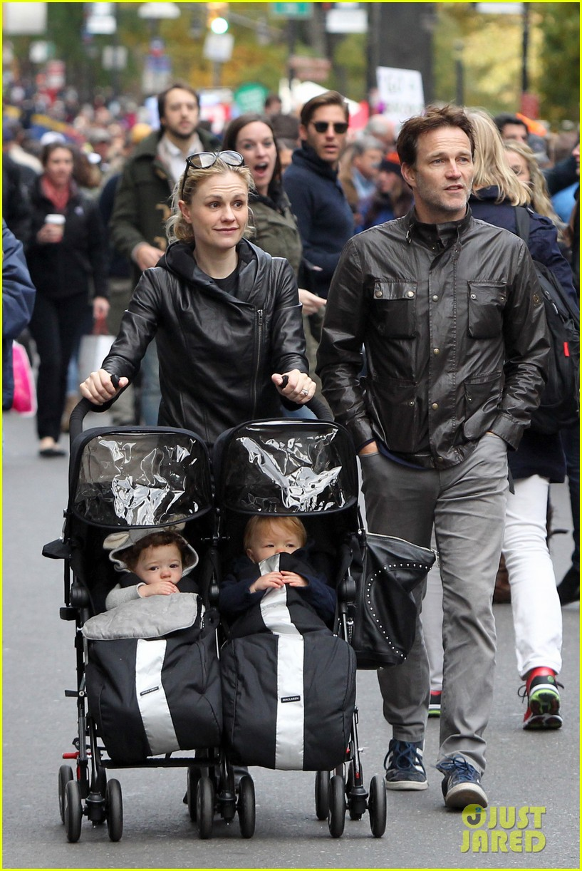 anna paquin stephen moyer check out nyc marathon 072986067