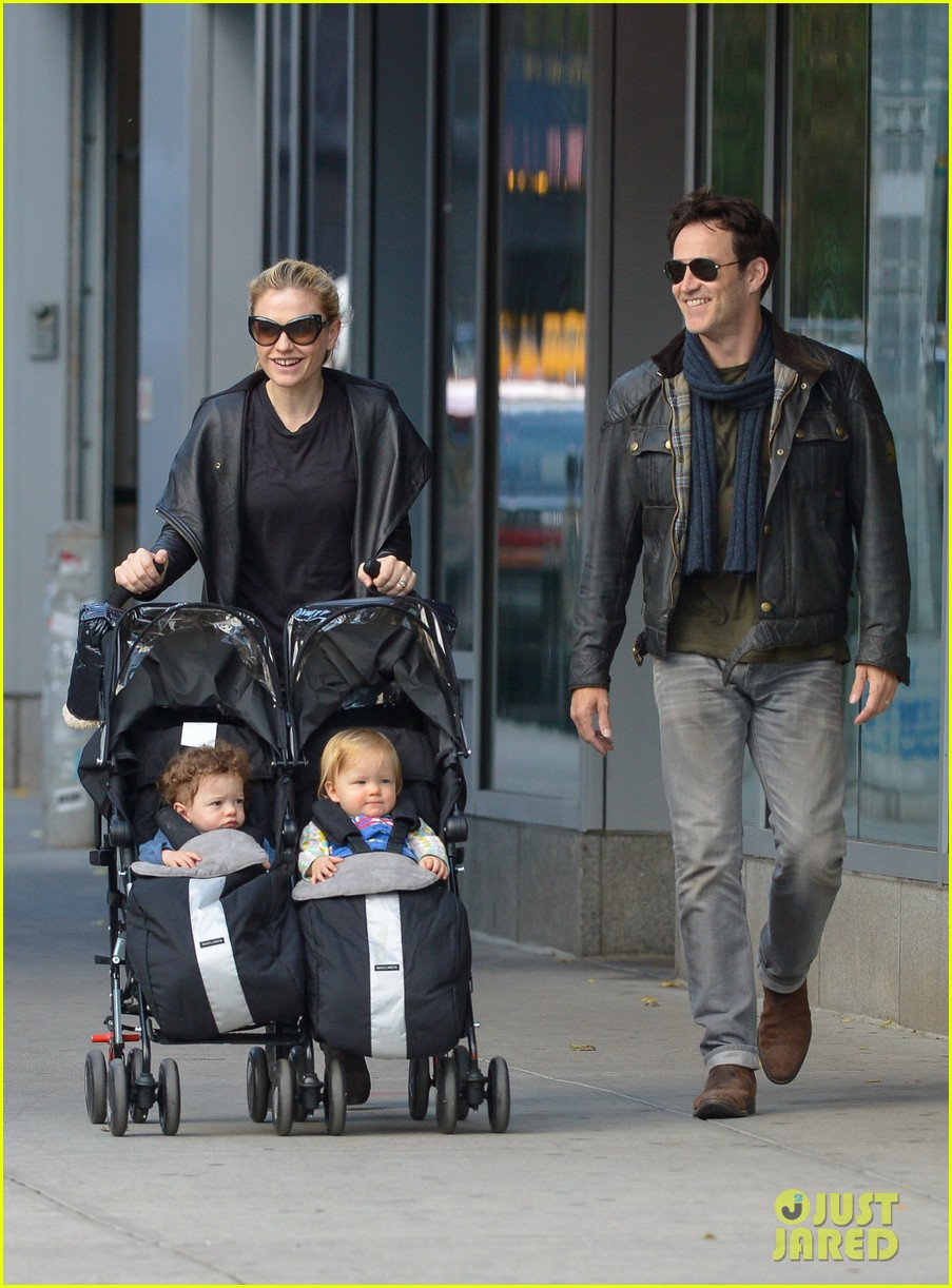 anna paquin stephen moyer big apple stroll with the twins 032990564