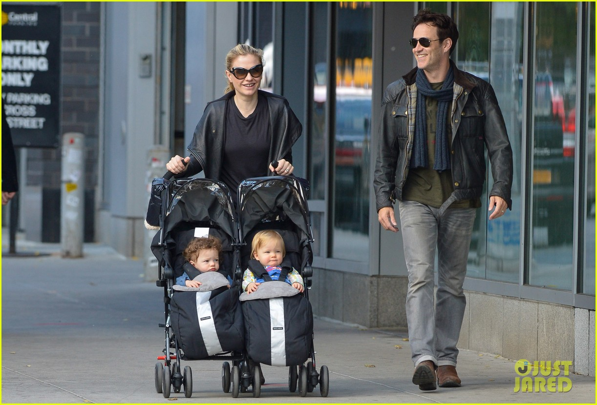 anna paquin stephen moyer big apple stroll with the twins 072990568