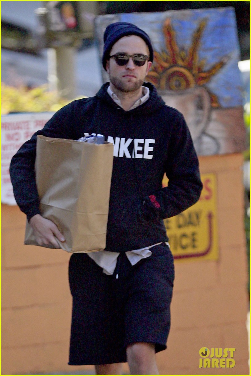 robert pattinson grabs groceries to go 032986979