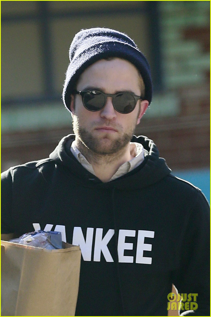 robert pattinson grabs groceries to go 052986981