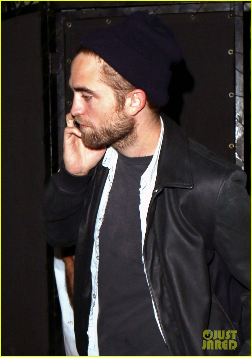 robert pattinson steps out amid dylan penn romance report 042989848