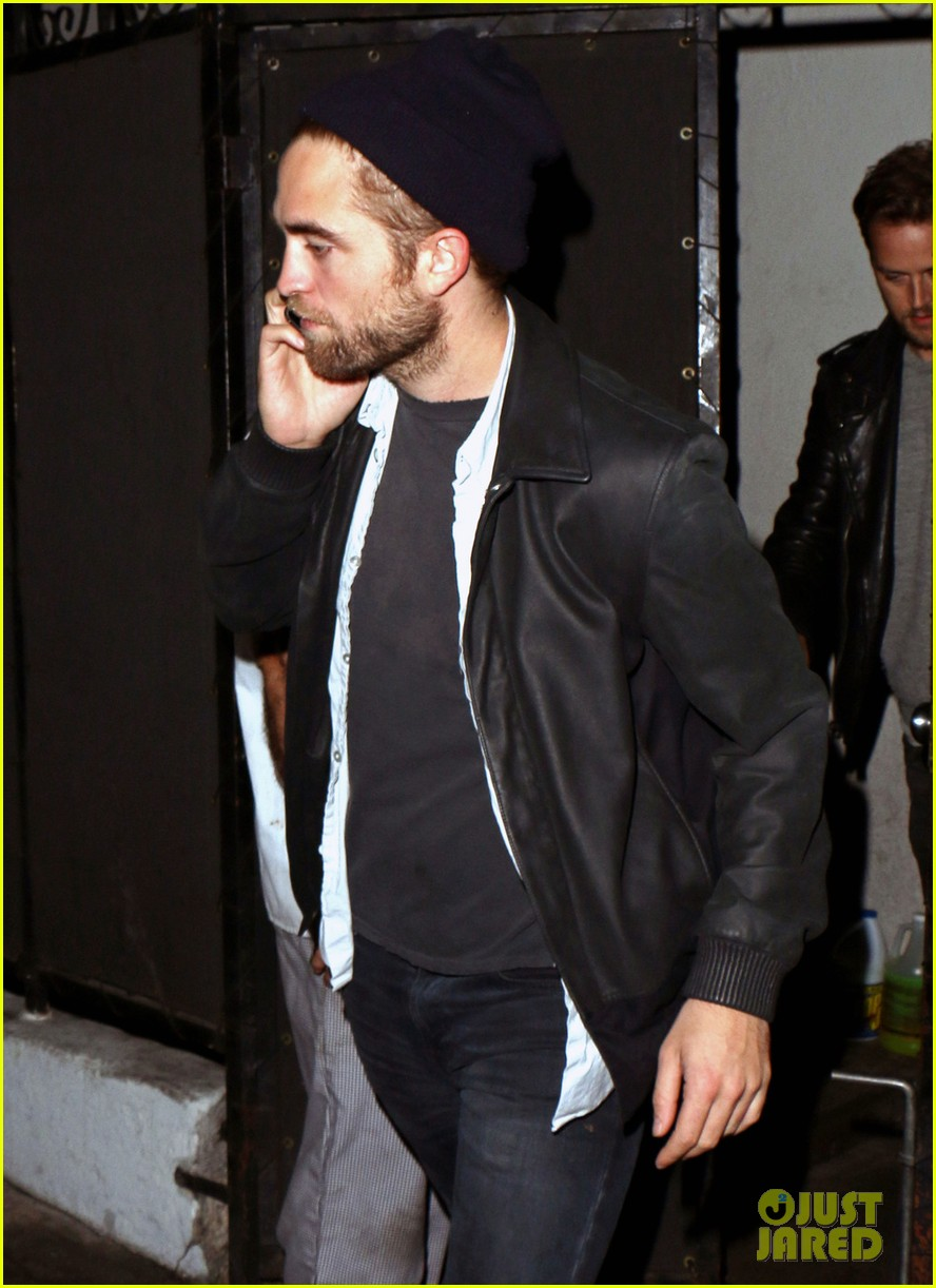 robert pattinson steps out amid dylan penn romance report 06