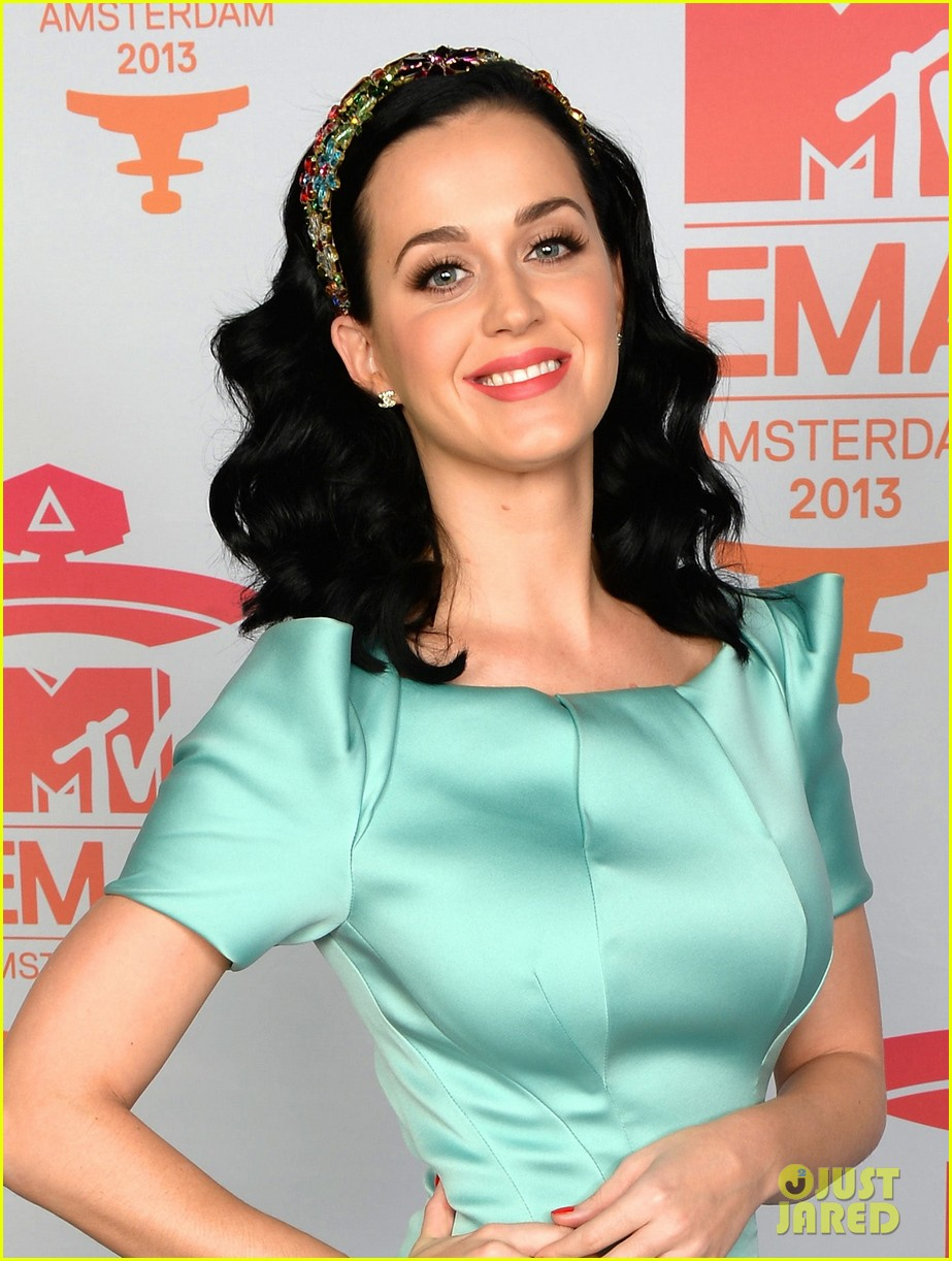 katy perry mtv ema 2013 red carpet 02