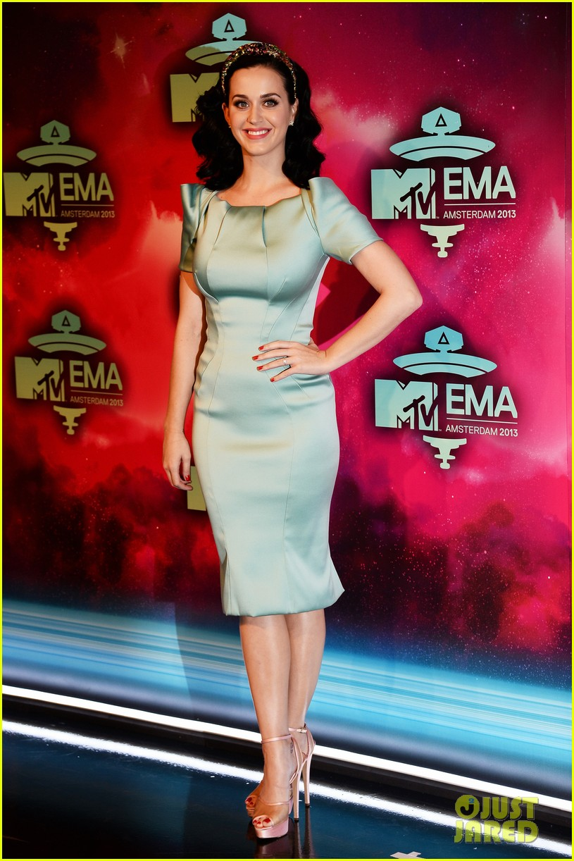 katy perry mtv ema 2013 red carpet 032989771