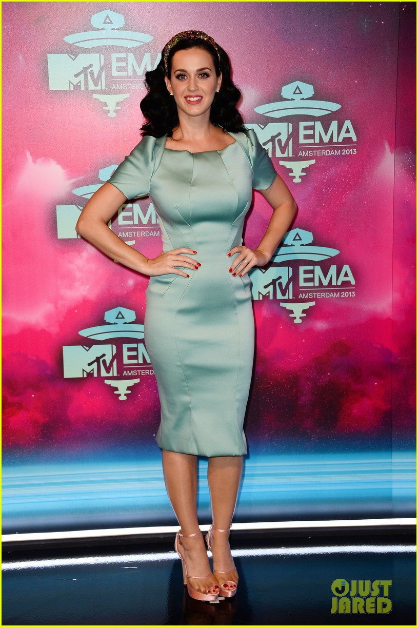 katy perry mtv ema 2013 red carpet 072989775