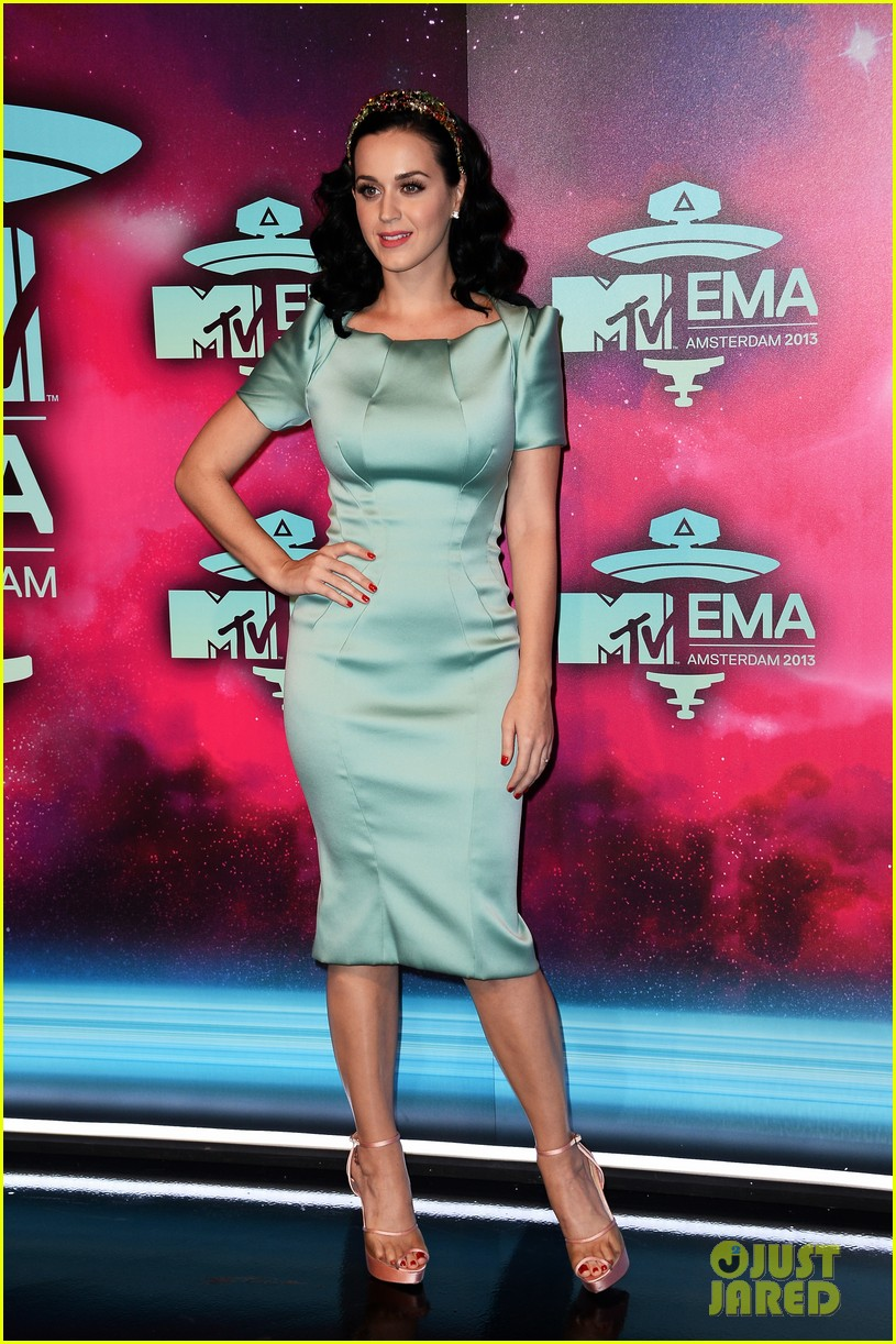katy perry mtv ema 2013 red carpet 102989778