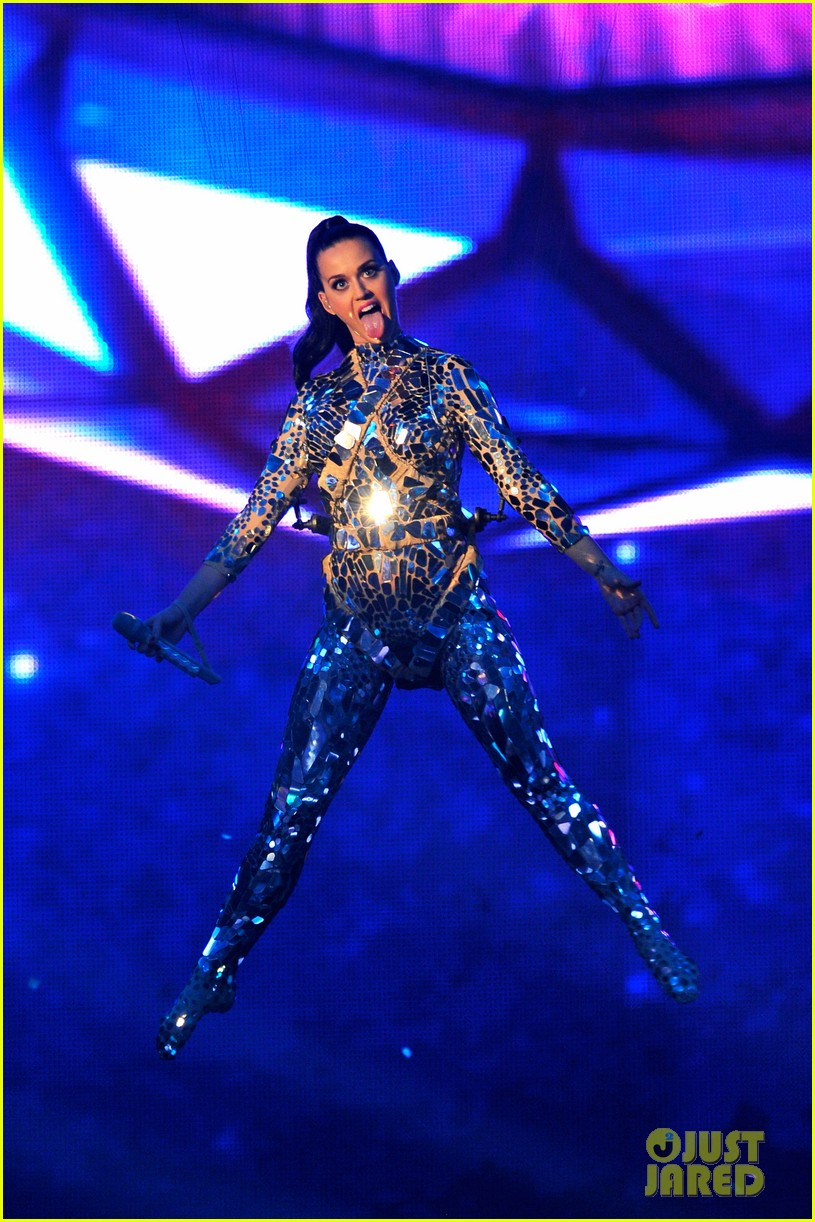 katy perry performs unconditionally at mtv ema 2013 video 052989864