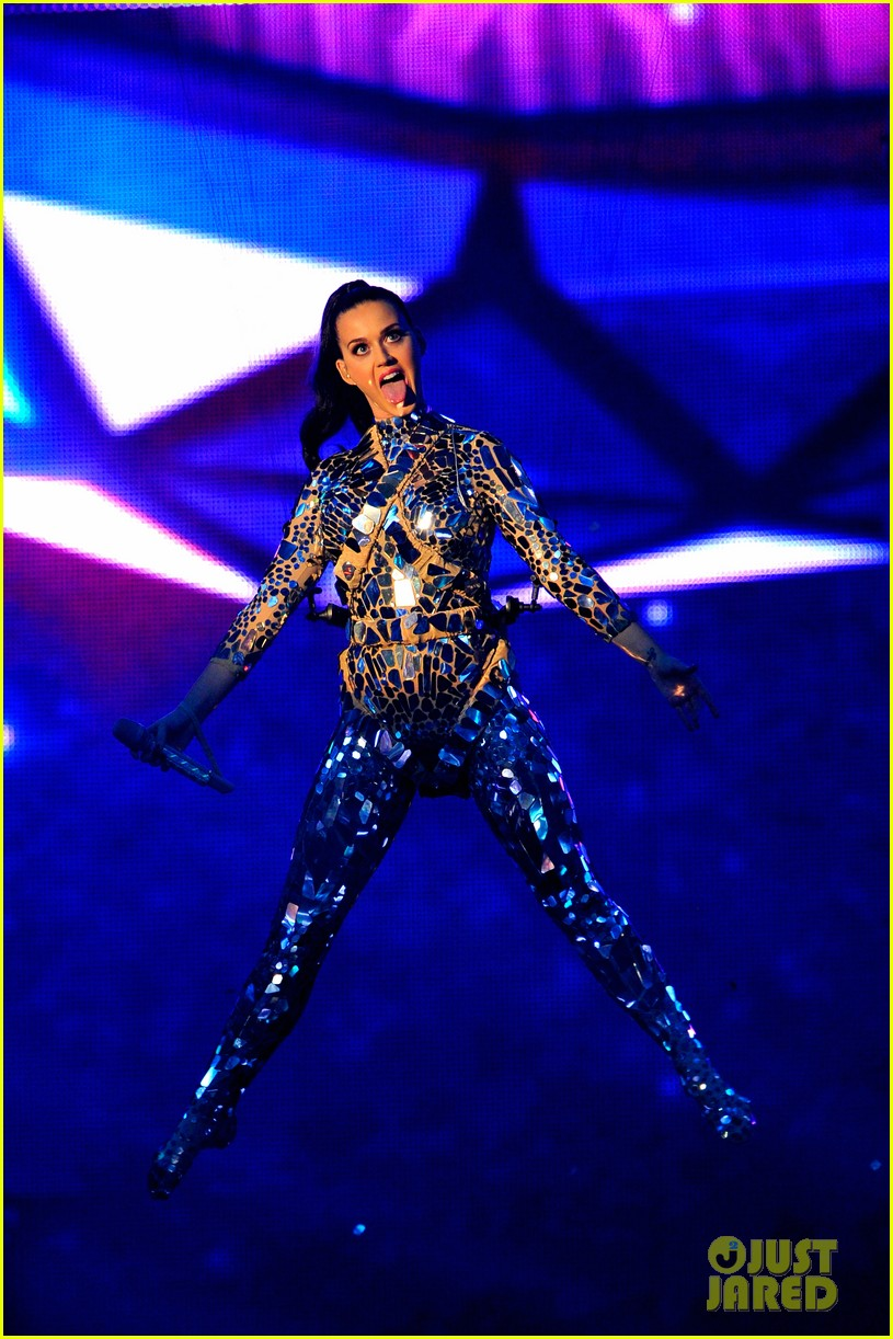 katy perry performs unconditionally at mtv ema 2013 video 062989865