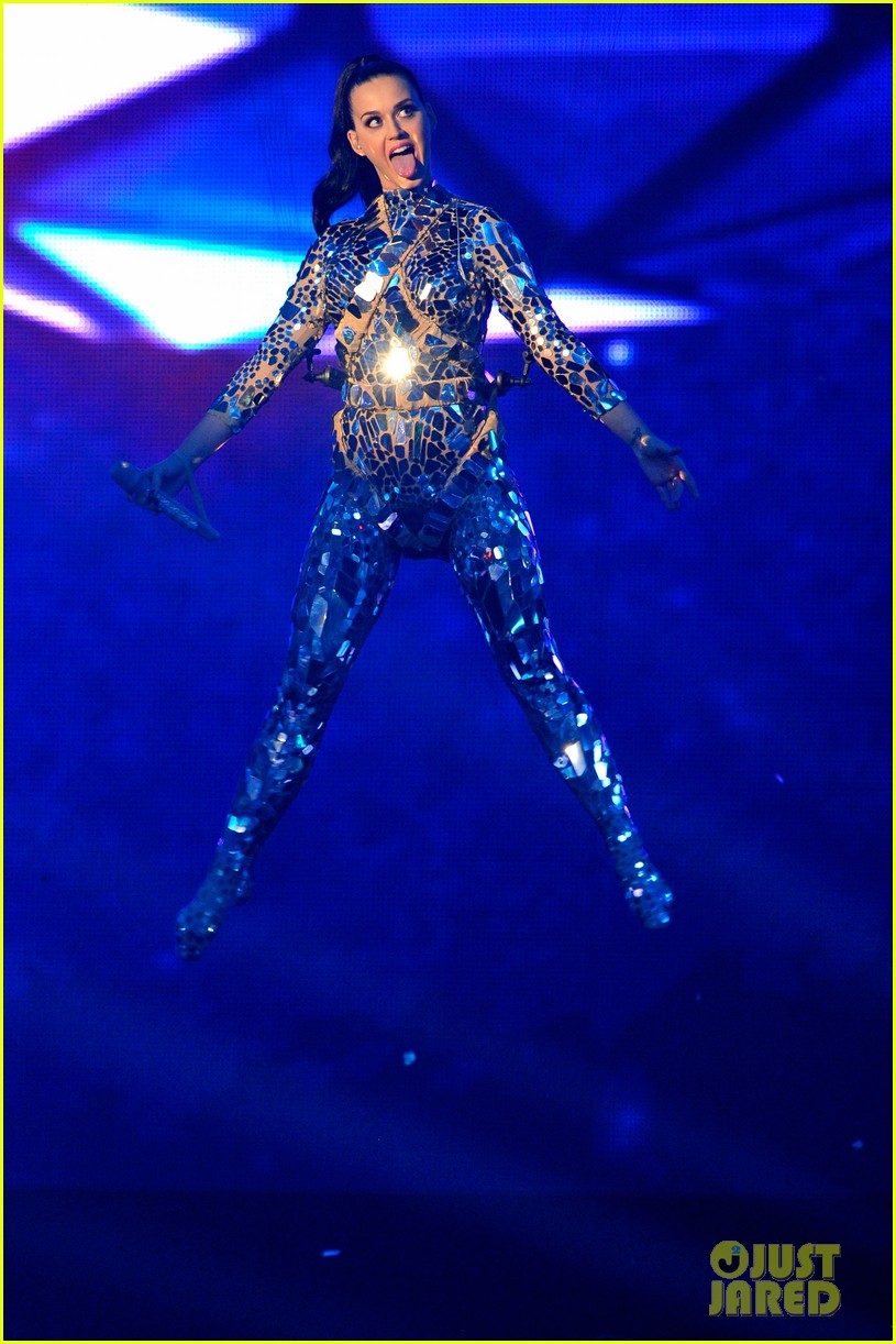 katy perry performs unconditionally at mtv ema 2013 video 132989872