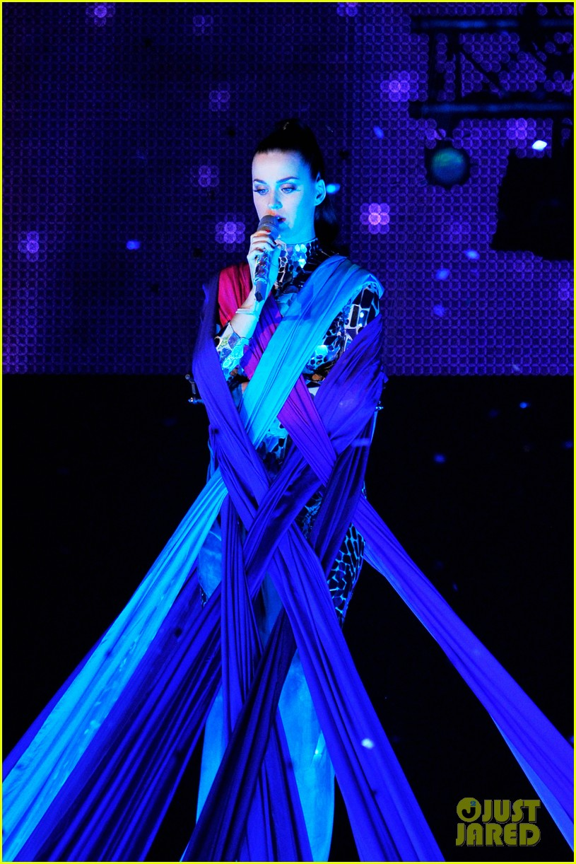 katy perry performs unconditionally at mtv ema 2013 video 17