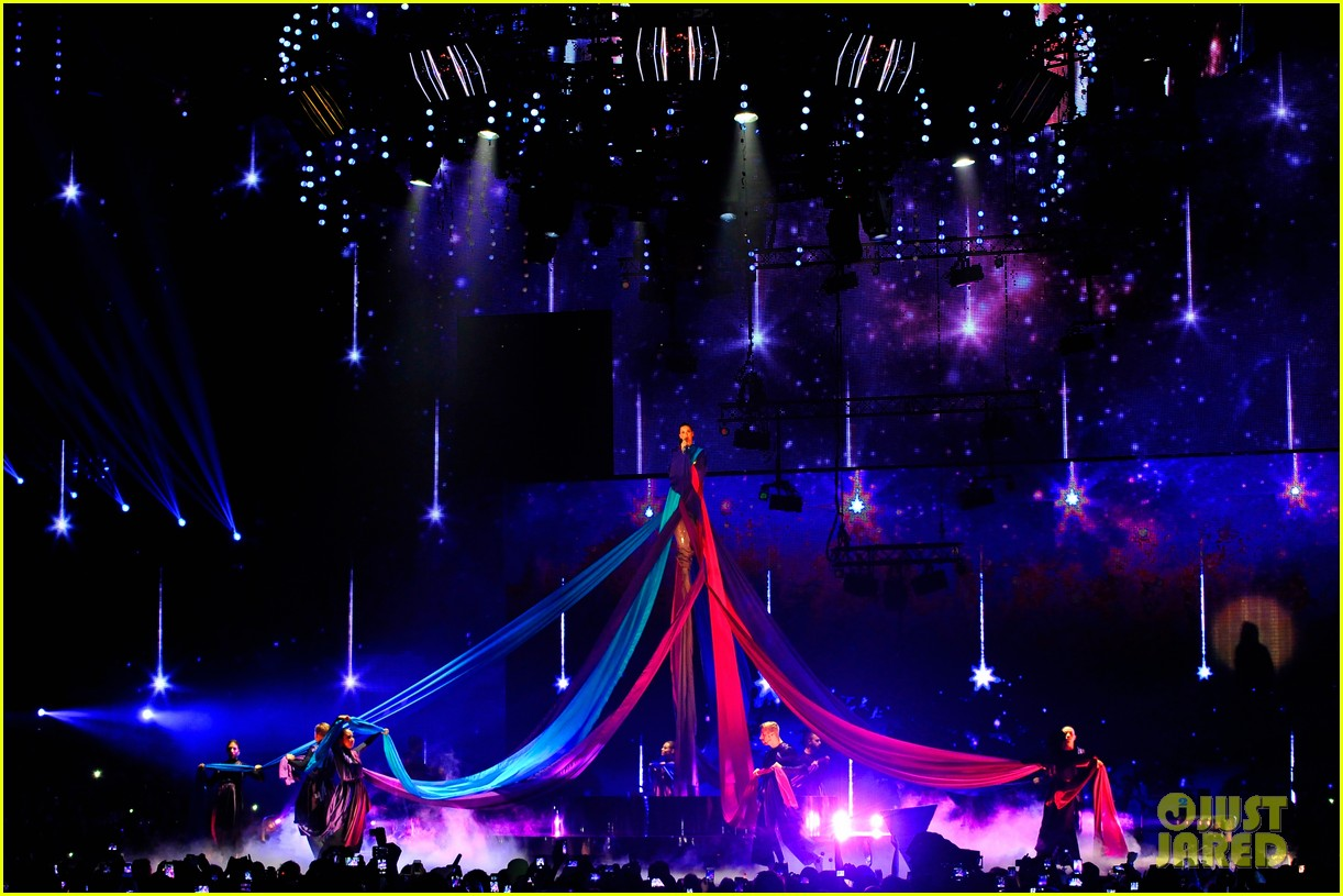 katy perry performs unconditionally at mtv ema 2013 video 182989877