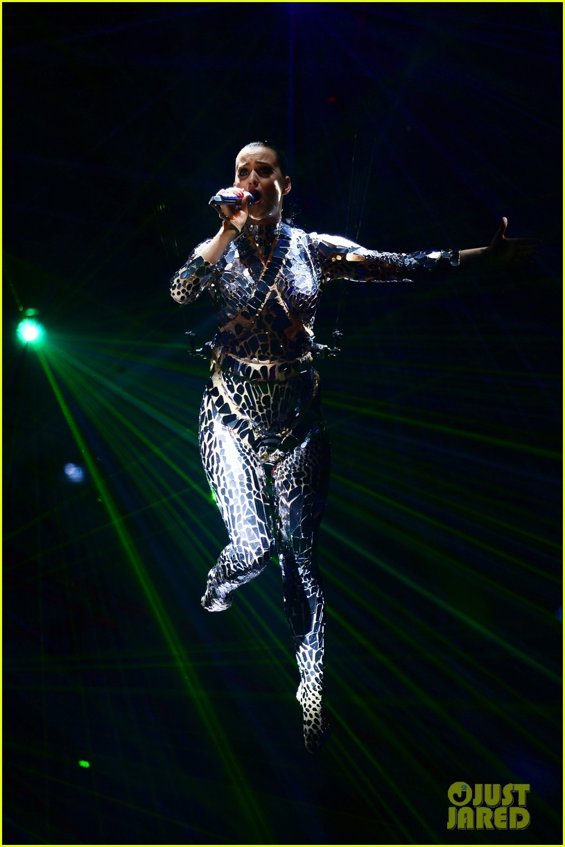 katy perry performs unconditionally at mtv ema 2013 video 19