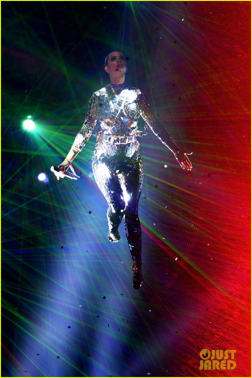 katy perry performs unconditionally at mtv ema 2013 video 212989880