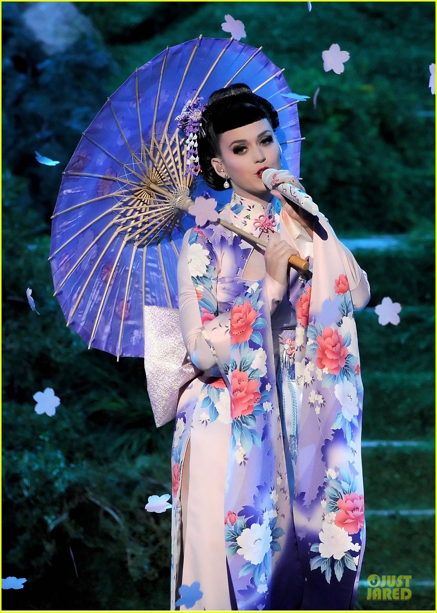 katy perry unconditionally performance at amas 2013 video 022999366