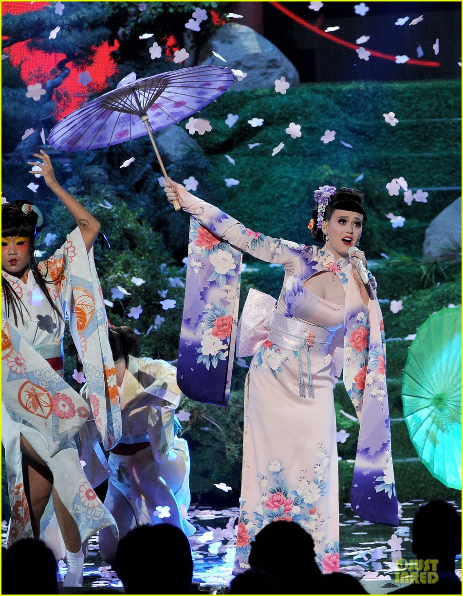 katy perry unconditionally performance at amas 2013 video 03