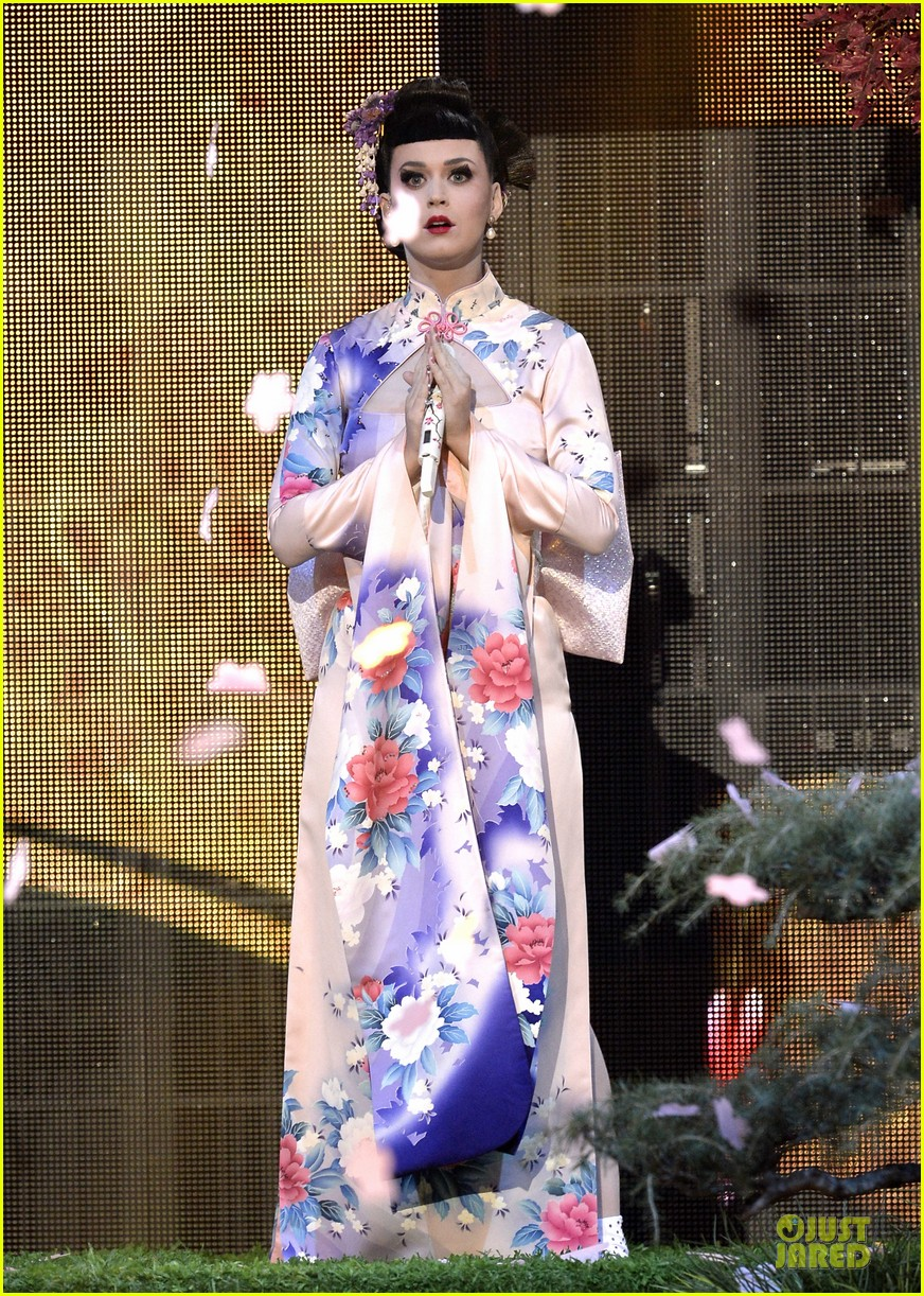 katy perry unconditionally performance at amas 2013 video 062999370