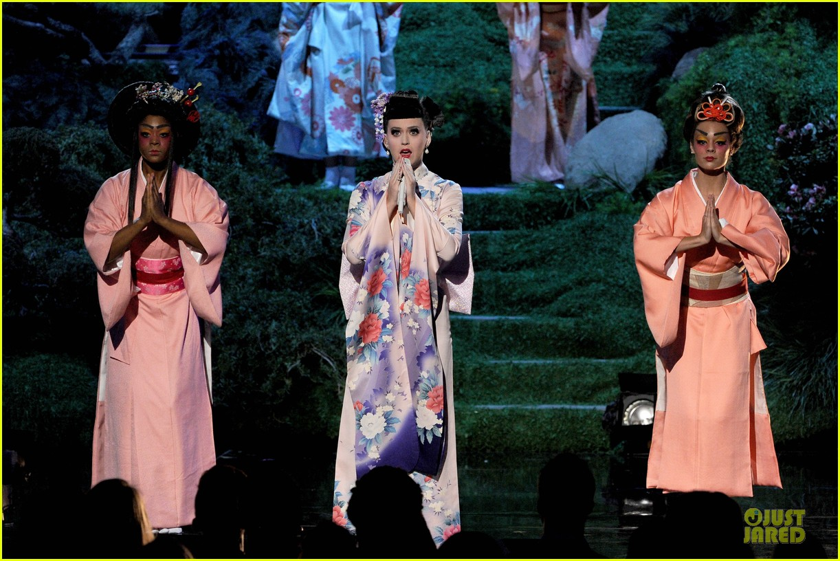 katy perry unconditionally performance at amas 2013 video 102999374