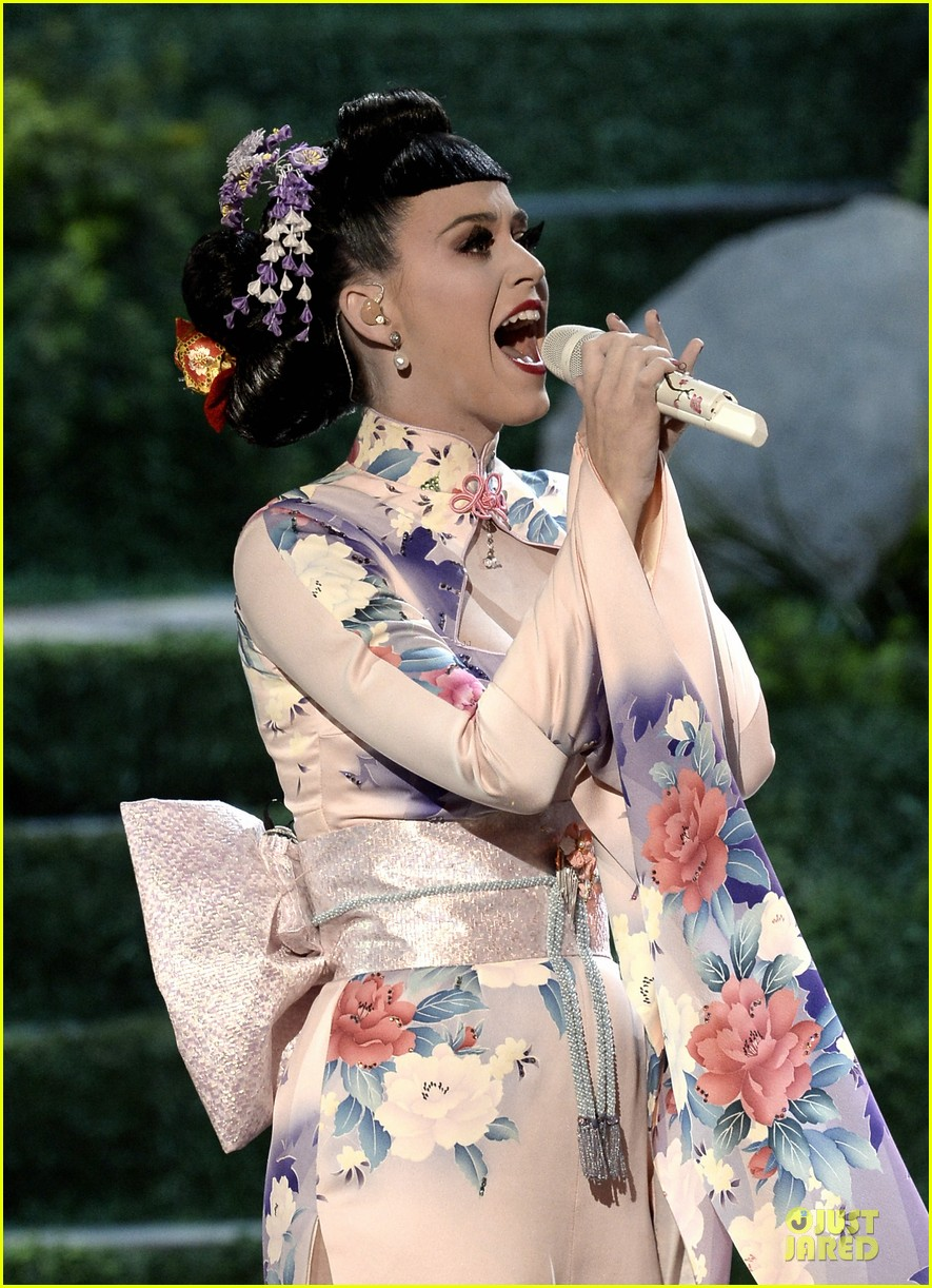 katy perry unconditionally performance at amas 2013 video 14