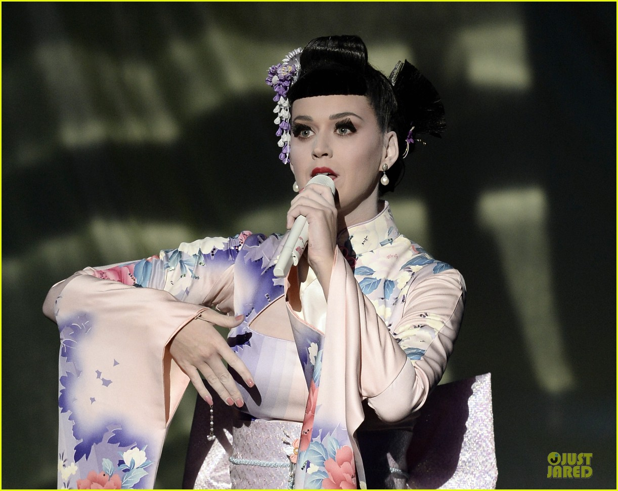katy perry unconditionally performance at amas 2013 video 162999380