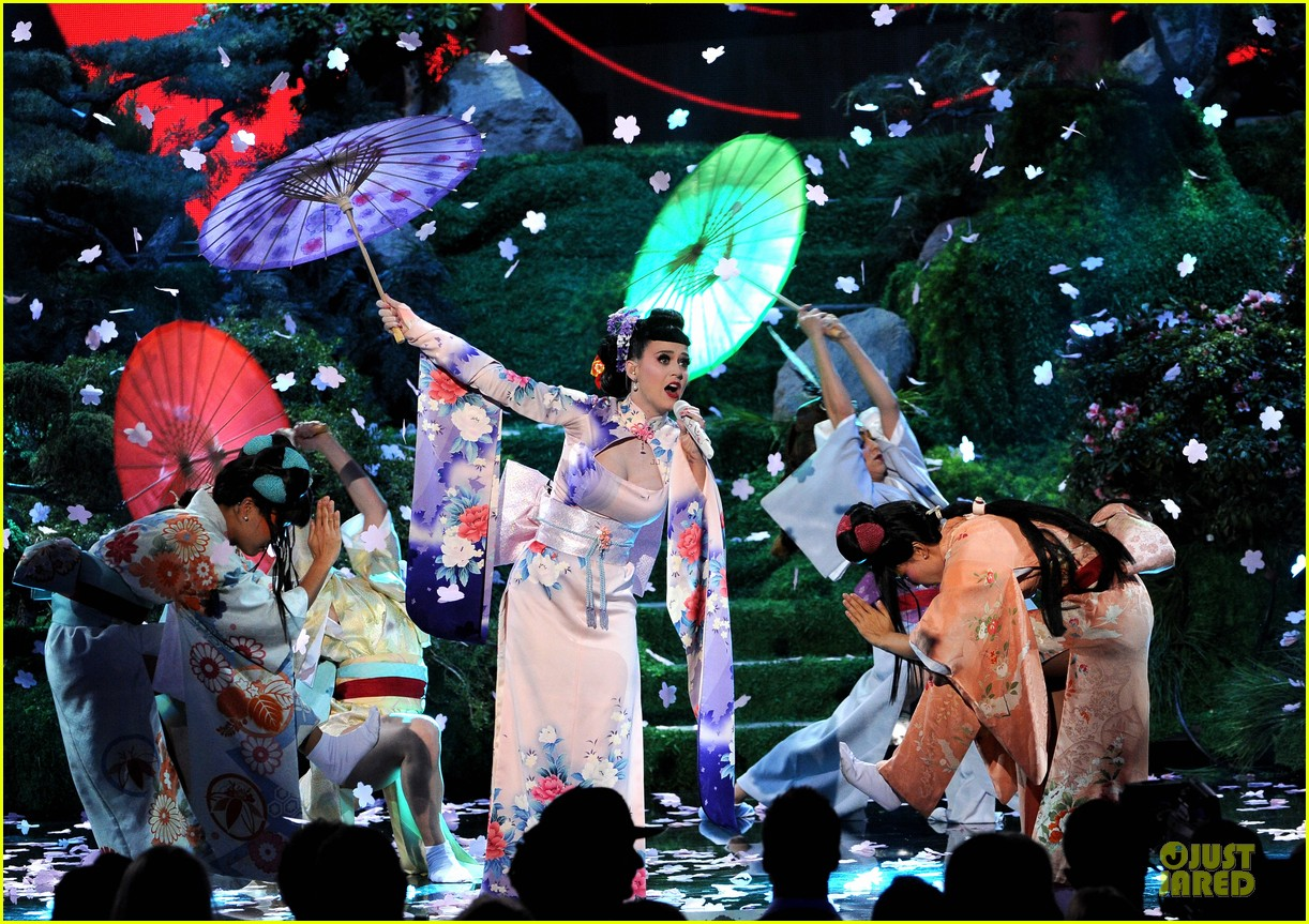 katy perry unconditionally performance at amas 2013 video 202999384