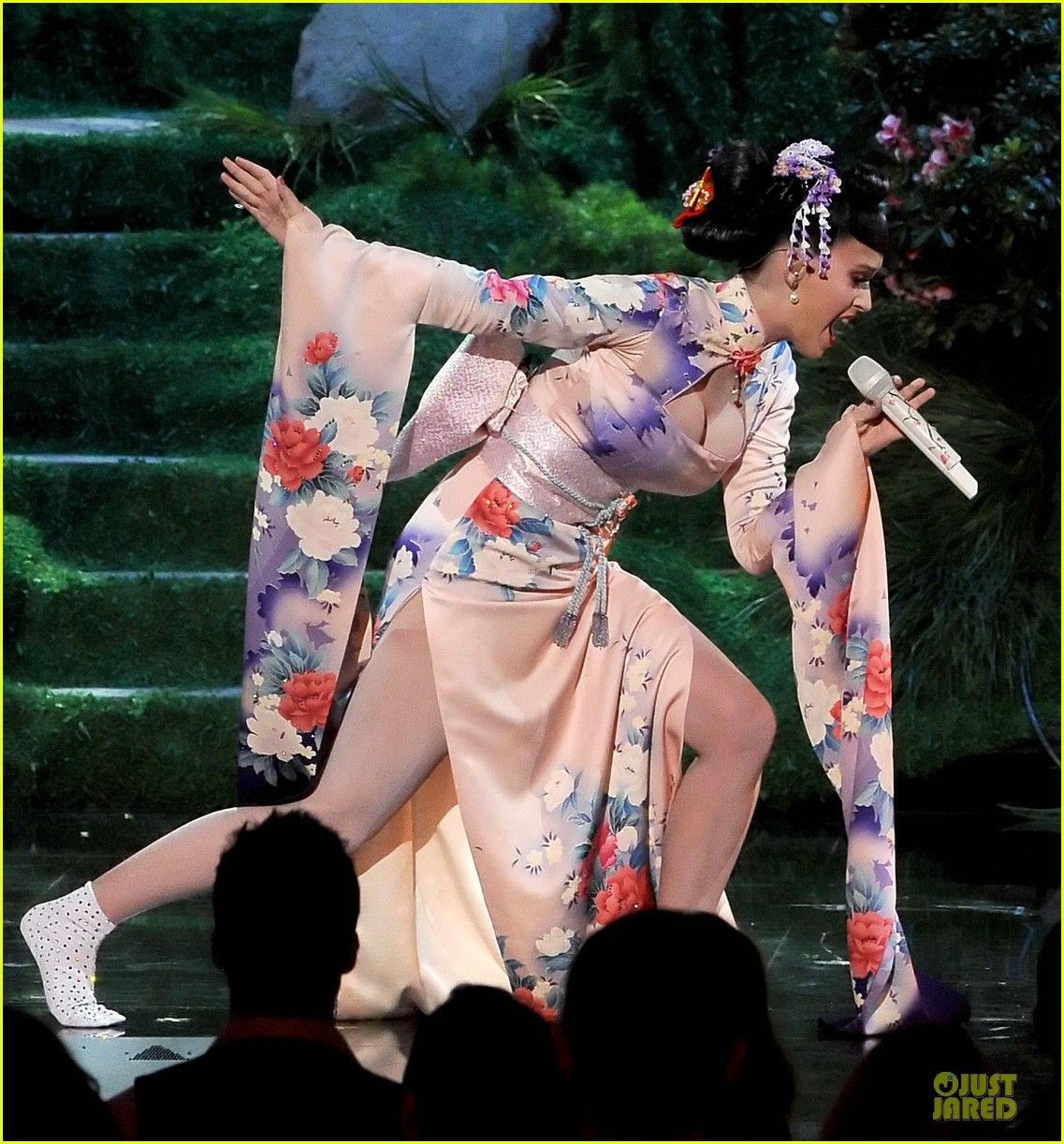 katy perry unconditionally performance at amas 2013 video 212999385
