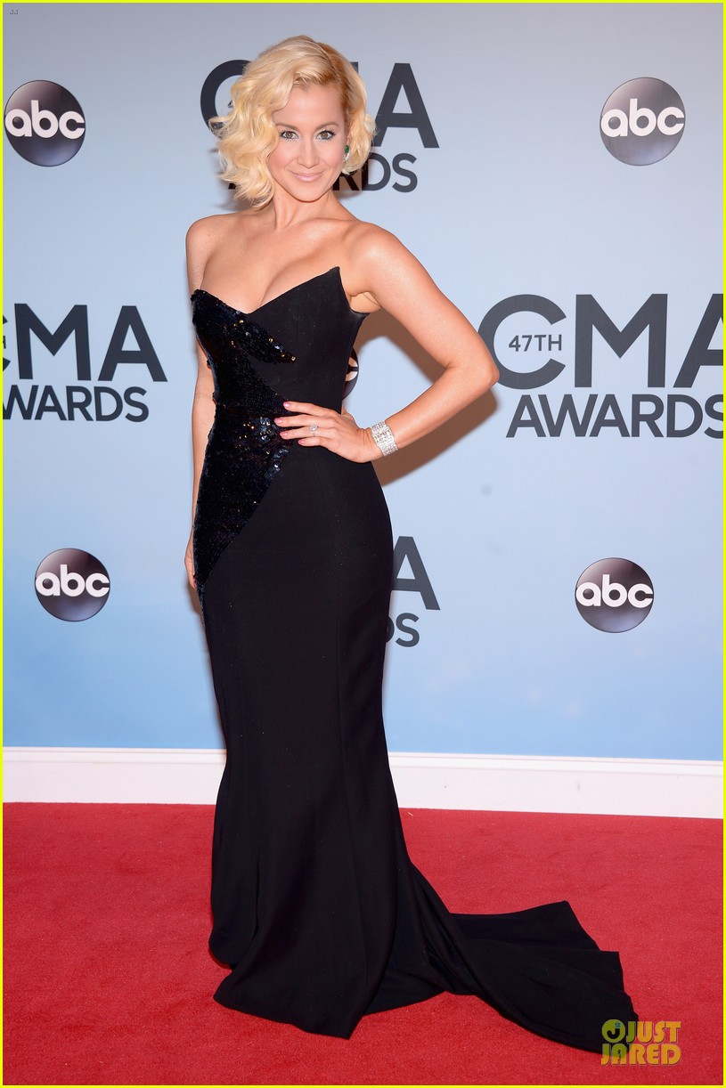 kellie pickler scotty mccreery cma awards 2013 red carpet 012987180