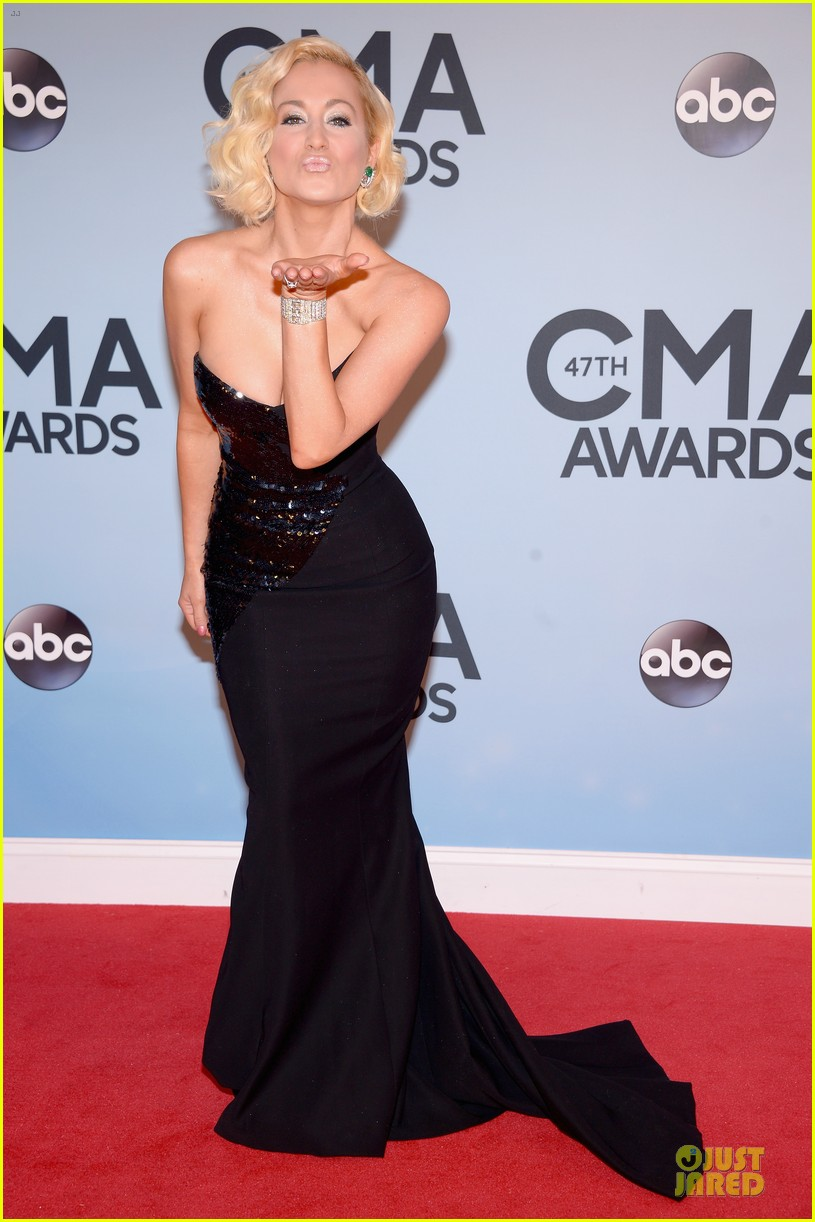 kellie pickler scotty mccreery cma awards 2013 red carpet 032987182