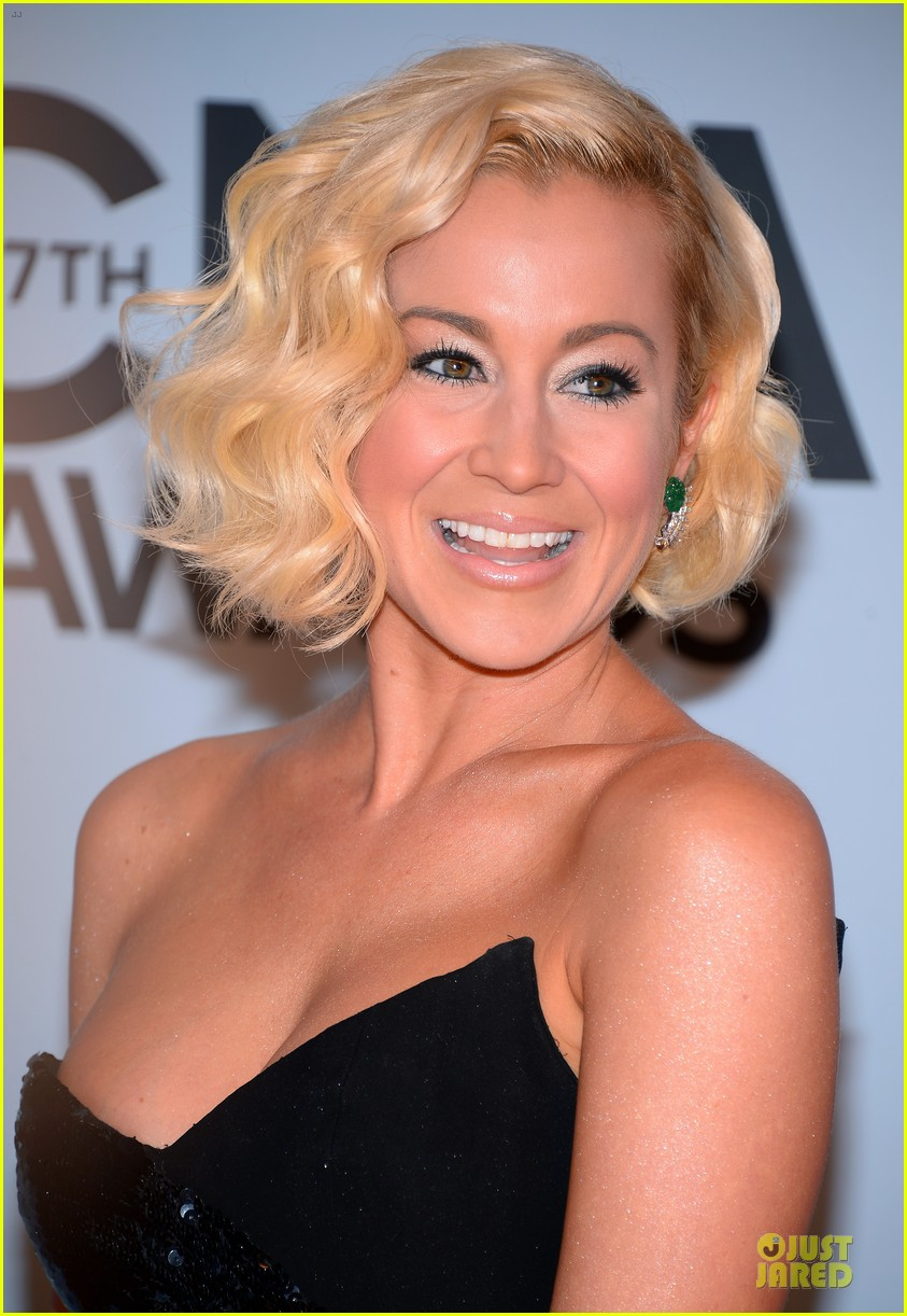 kellie pickler scotty mccreery cma awards 2013 red carpet 07