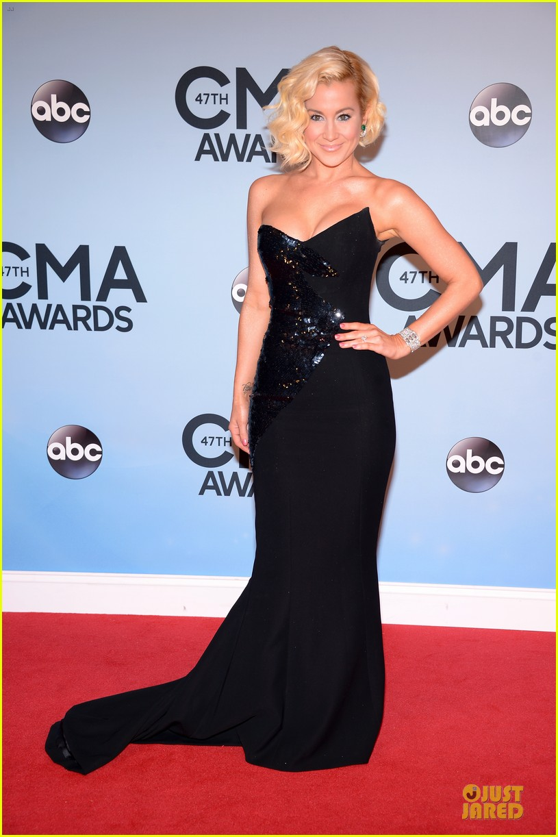 kellie pickler scotty mccreery cma awards 2013 red carpet 08