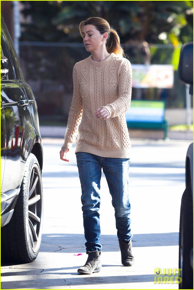 ellen pompeo cheers on the clippers with chris ivery 012995075