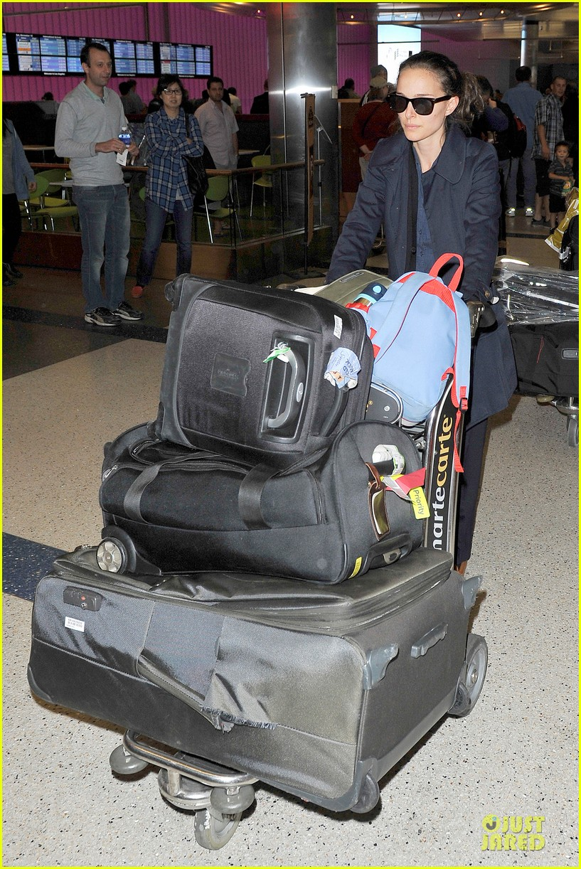 natalie portman  baggage cart full of luggage at lax airport 052994333