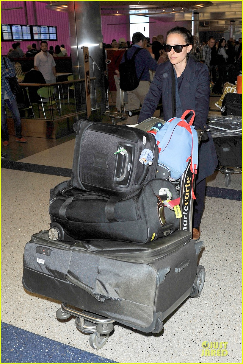 natalie portman  baggage cart full of luggage at lax airport 062994334