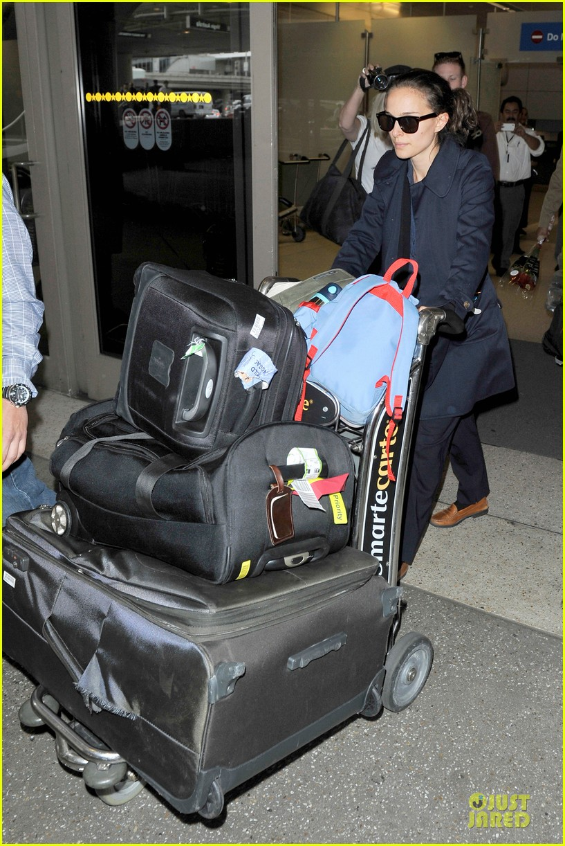 natalie portman  baggage cart full of luggage at lax airport 072994335