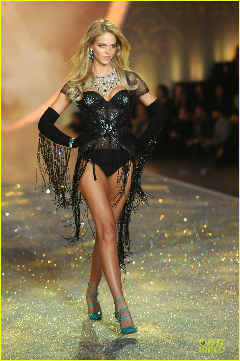 behati prinsloo erin heatherton victorias secret fashion show 2013 112992278